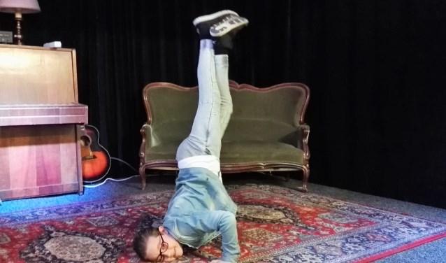 Noah Carter (8) is gek op breakdancen en laat dat graag eens zien. Hij organiseert een Kinder Open Podium in Atelier Winterdijk30b waar ook andere kinderen hun kunsten kunnen laten zien. Foto: IngerMarlies Leeuwenburgh