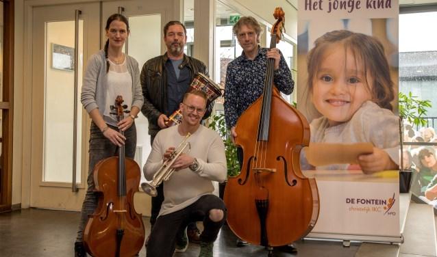 Directeur Harry Vos met docenten Ruben Stam en Heleen den Hartog. (Foto: Huib Kooyker)