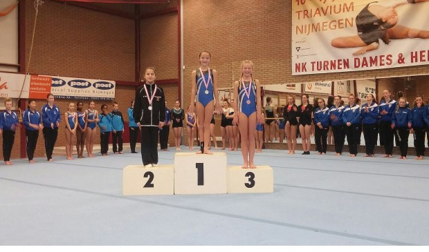 Suus en Esmee waren erg blij met hun gouden en bronzen medaille.