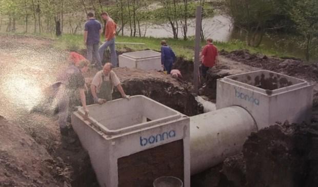 Medewerkers van het voormalige Gemeentewerken Rotterdam legden de vleermuizenkelder, vol hoekjes en nisjes, in 2005 aan.