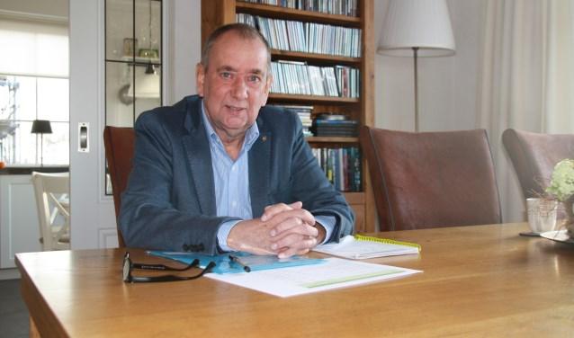 """Rien Bor zit al sinds 1998 in de gemeenteraad. """"Anderen sparen postzegels, voor mij is de lokale politiek een grote hobby. Besturen van je eigen stad is gewoon verschrikkelijk leuk."""" (foto: Kees Stap)"""
