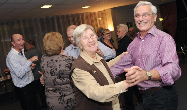 De vaste bezoekers zijn enthousiast over de dansavonden. (Foto: Mathilde Dusol)