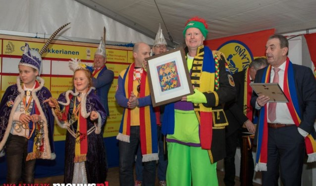 Harry van Oers neemt 'D'n Okke van Verdienste' in ontvangst!