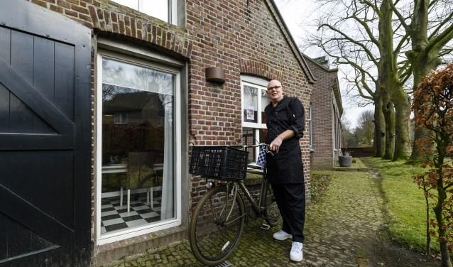 Twee maanden geleden verruilde Gerrit-Jan van Stijn zijn stropdas voor een bakkersfiets. Na een jarenlange carrière als manager keerde hij terug in het banketbakkersvak; zijn oude liefde.