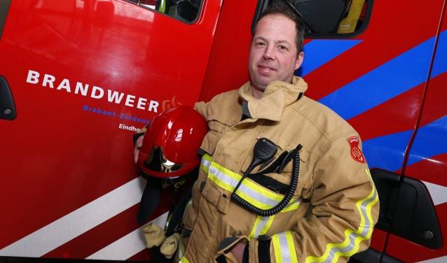 Brandweerman Thijs van de Wassenberg vindt het fijn om iets te betekenen voor de maatschappij. (foto Bert Jansen)