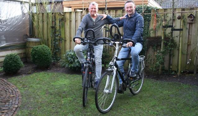 """André en Cor vertrekken op 11 juni vanuit Putten. De afstand naar Rome is 2300 kilometer dus ze fietsen gemiddeld 100 kilometer per dag. """"We voelen ons rijk dat we zelf zo gezond zijn en daarom willen we dit voor de goede doelen doen."""" Foto: Annemieke Westphal-Kreeftmeijer"""
