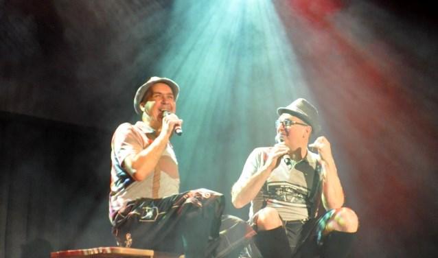 Cabaretduo Jut en Jul samen op de planken. (Foto Cockie Kremers)