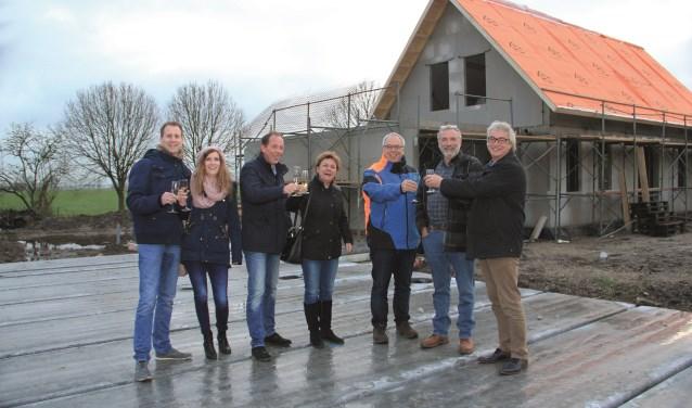 """Jan Jansen (met felblauwe jas): """"Landelijk wonen, maar wel op een plek die goed is ontsloten."""""""