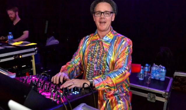 """""""Ik krijg een kick van de interactie met de mensen, te zien dat zij dansen en genieten"""", aldus Paul Maurix."""