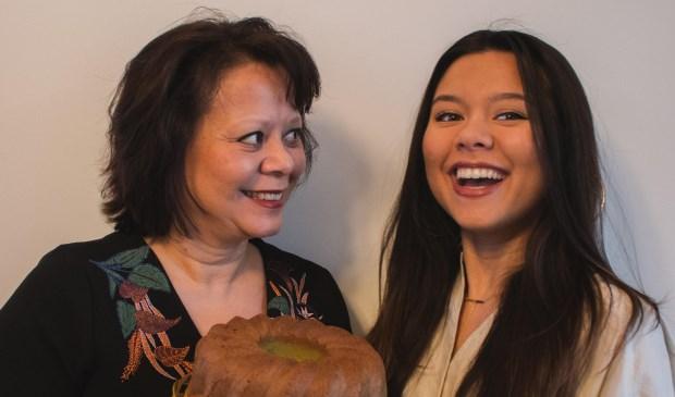 Tessa (rechts) en haar moeder Judith.