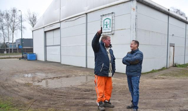 Koen Gijbels oppert idee, met knipoog, naar Patric Lavrijsen om te verhuizen naar het gemeentehuis. Foto: Jan Wijten