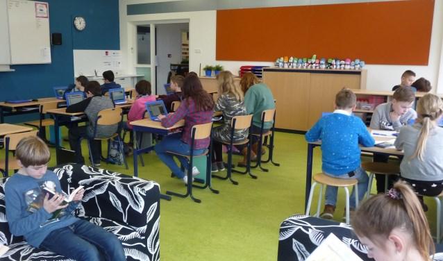 De kinderen van groep 8 van De Meander genieten als eersten van de nieuwe, fleurige omgeving.