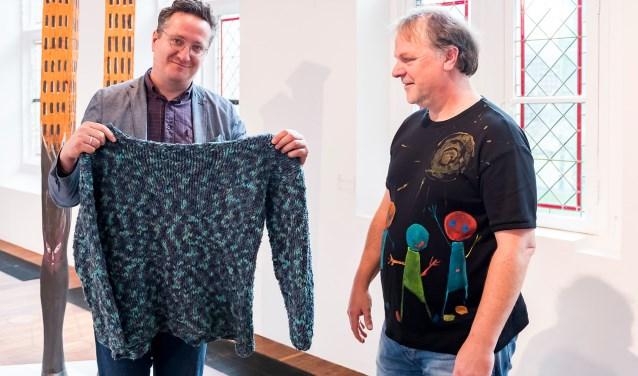 Hans Spekman schenkt een van zijn veelbesproken, kleurrijke truien aan het Centraal Museum Utrecht.