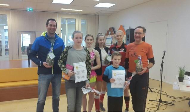 Sven en Daniek mogen zich de voorleeskampioenen van Kindcentrum Prins Constantijn noemen. (Foto: Privé)