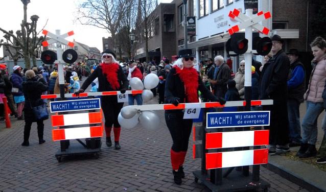 De optocht in Cuijk trok weer duizenden belangstellenden. (Foto: Tom Oosthout)