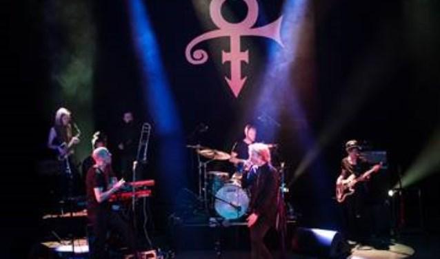 De Prince Tribute Band speelt zaterdag 17 februari in Het Klooster in Woerden.