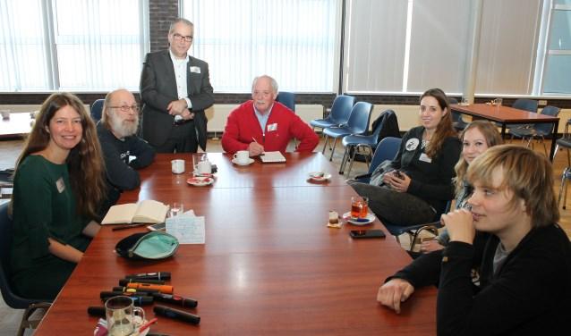 De Werkconferentie van Inclusionlab in De Spinne met linksvoor Anouk Bolsenbroek en linksachter wethouder André van der Reest. FOTO: LEON JANSSENS