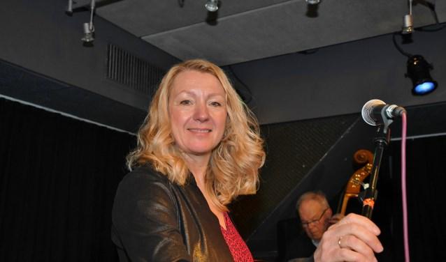 Andrea Keller, zangeres van Don't Explain, met bassist Henk Kok. (Foto: Privé)