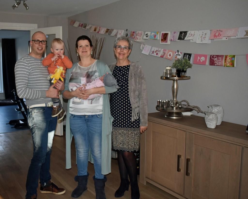 Rob, Cas, Renée en Lot Stamsnijder met Annemiek Robben. Foto: Jolien van Gaalen.  © Persgroep