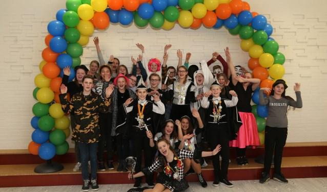 De leerlingen van groep 8 van de Raamdonk. (foto: Marco van den Broek)