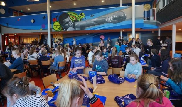 Drukte tijdens de Doe-middagen op Lyceum Oudehoven. Eigen foto