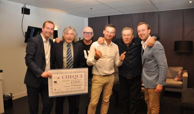 Lennart van der Linden en Loen van der Wilk met de volledige tafel van Voetbal Inside.