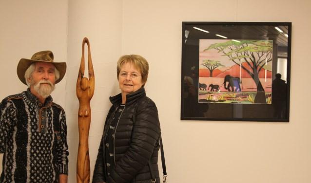 Dolf Bierhuizen enMonique Verdaasdonk exposeren in het gemeentehuis.
