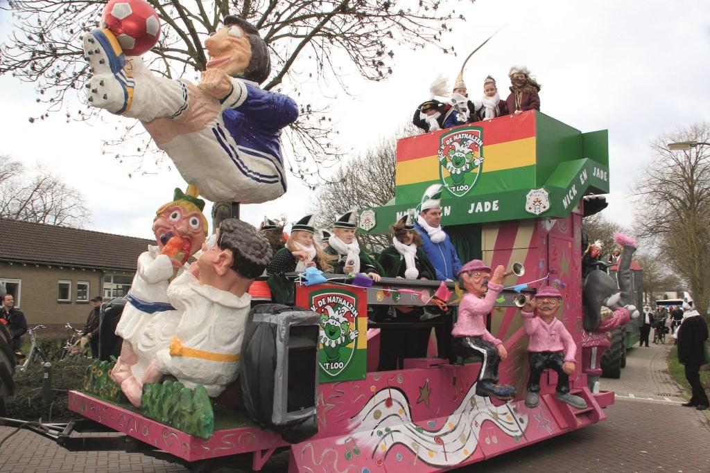 In Loo gaat het los met carnaval. Op deze foto de jeugdprinsenwagen van De Nathalzen tijdens de optocht van vorig jaar.