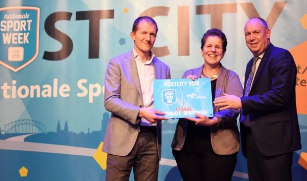 Liesbeth Grijsen, wethouder Sport van de gemeente Deventer, Richard Kaper, manager Sportparticipatie van NOC*NSF en Bert Boerman, gedeputeerde van de provincie Overijssel maakten het nieuws bekend.