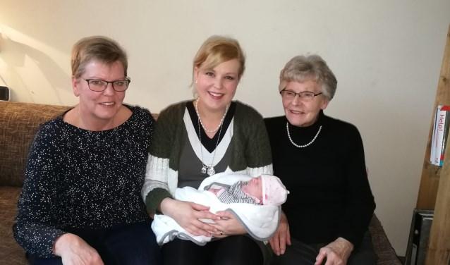 Vier generaties samen op de foto.
