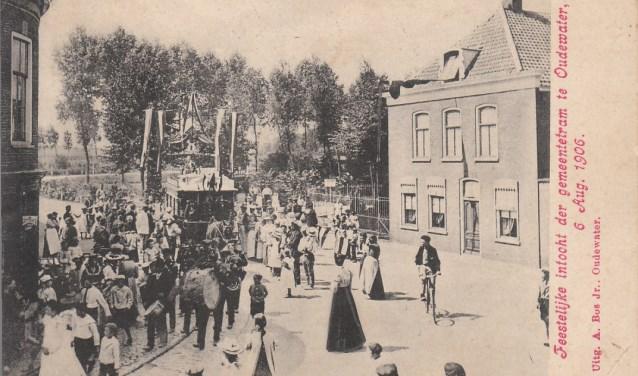 De feestelijke intocht van de paardentram in 1906