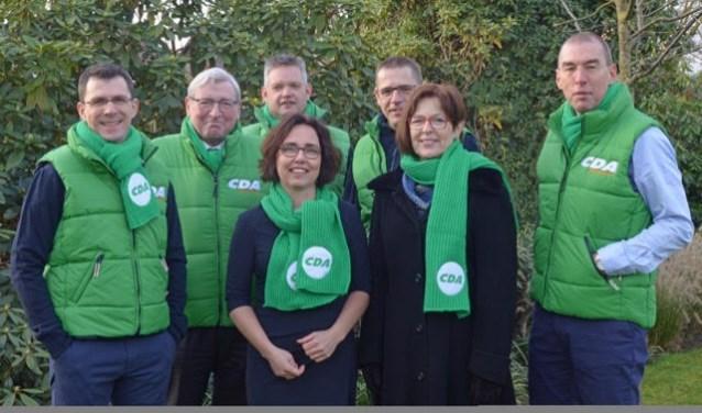 Het CDA-team met v.l.n.r. achterste rij Ton Pulles, Ton Bolsius, Martijn Tholen, Leonard Verspui en Joop Horsten. Op de voorgrond Marionne van Dongen en Marina Heutinck.