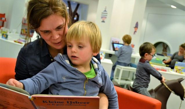 Voorlezen is goed voor de ontwikkeling van kinderen. In de gemeente Beuningen zijn er enkele scholen en peutergroepen die meedoen aan Boekstart en Bibliotheek op School.