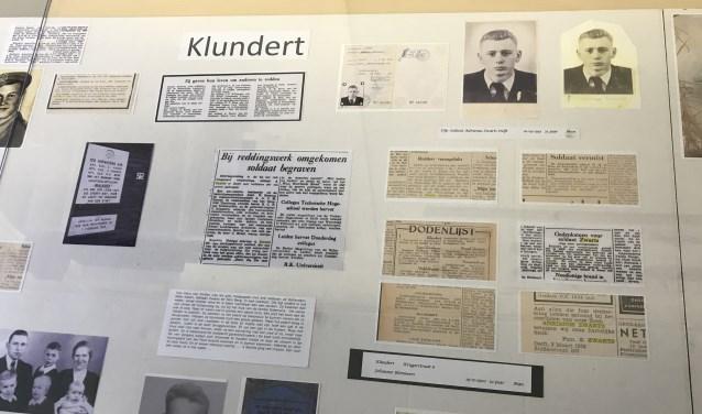 De vitrine over de omgekomenen in Klndert, met rechtsboven soldaat Zwarts (Foto: Annemarie de Vries)