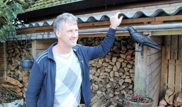 Jeroen Snaterse is lijsttrekker van de VVD voor de gemeenteraadsverkiezingen. Een hobby is jagen. Hij doet dat in de polder: eend, haas, duif, vos, kraai en ander schadelijk wild. Foto Dick Baas