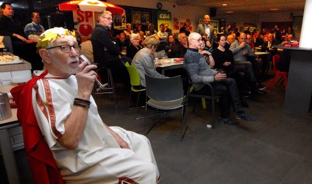 Buiten de achterban om waren er een twintigtal belangstellenden op de meeting afgekomen. (foto: Tom Oosthout)