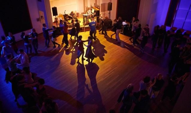 Balfolk is een dansfeest met live folkmuziek. Foto: Ork Fotografie