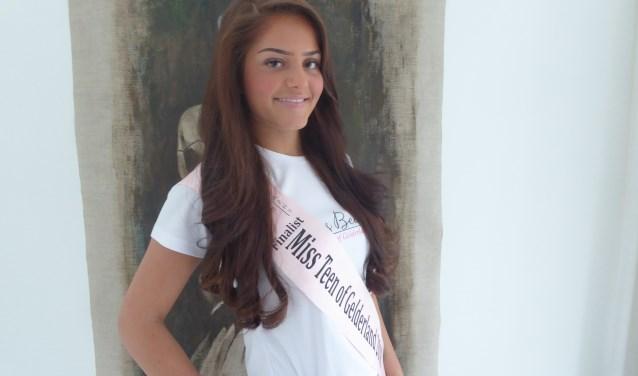 Roza van Houselt staat op 21 april in de finale van Miss Teen of Gelderland 2018 in de Veluvine in Nunspeet. Ze doet vooral mee vanwege de ervaring. (foto: Marnix ten Brinke)