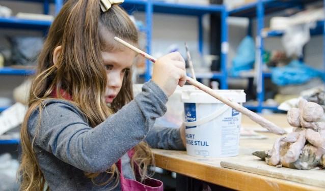 Aanstaande zaterdag kunnen kinderen in de leeftijd van 4 tot 6 jaar weer meedoen met de Mini-Kunstclub in Kunstencentrum Waalwijk.