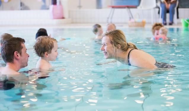 In Het Ravijn kunnen bezoekerssamen met hun 'bofkontje' meedoen met het Ouder- en Kindzwemmen.