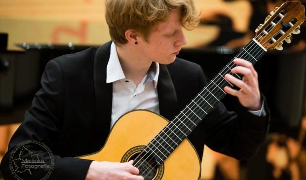 Ook gitarist Michael van Dijk (18 jaar, Giessenburg) waardeert de jurygesprekken. (Foto: Privé)