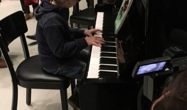 De 13 jarige Sjoerd Garritsen speelde fraai piano (Foto: PR)