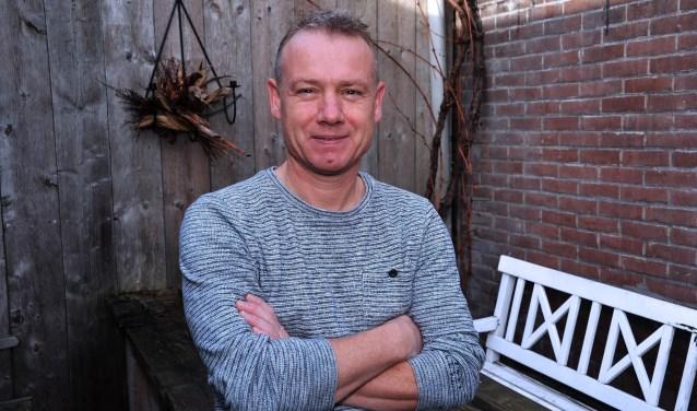 Trainer Serge van den Hurk laat zijn humeur niet beïnvloeden door de nederlaag tegen de koploper.