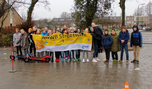 Leerlingen van basisschool de Nijepoort uit Groenekan tijdens het Streetwise project van de ANWB. FOTO: Els van Stratum