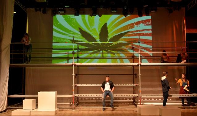 Een keur aan jongeren bestijgt het podium tijdens Kunsteluck 2018, op 4 maart in 't Tejaterke in Best en op 11 maart in De Kerk Oostelbeers. Hier de jongerengroep van toneelvereniging Ons Eygen Landt. (foto: Fotografie Marijke)