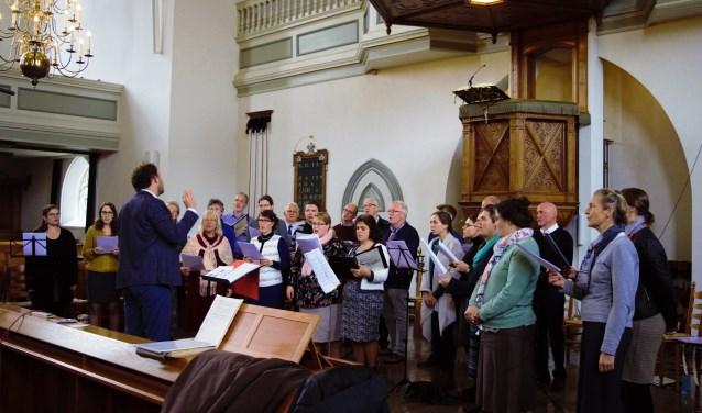 Psalmzangkoor Tehilla tijdens een uitvoering in de kerk. Vorig jaar oktober werd de eerste CD opgenomen van het Worp project. Het is de bedoeling dat er nog vele volgen.