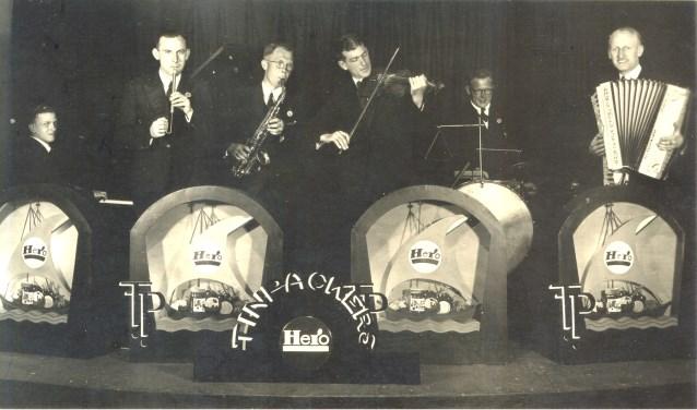 dit is een foto uit de jaren '50, van de Hero Tinpackers, het huisorkest van N.V. Hero Conserven Breda. FOTO: COLLECTIE JACK VAN ELEWOUT
