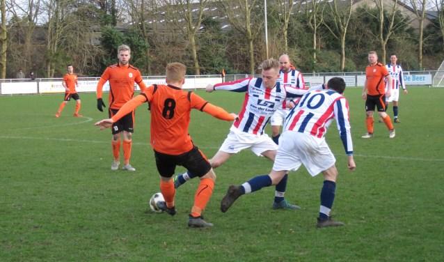 Het vaandelteam van voetbalvereniging RWB uit Waalwijk heeft zondag met 2-0 verloren van VCB.