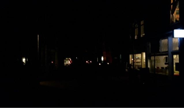 In de Zevenaarse Kerkstraat was het vrijdagavond om 20.00 uur aardedonker. (foto: Danny van der Kracht) .
