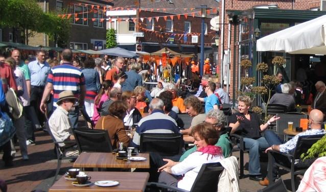 De Oranjemarkt wordt zoals altijd gehouden op Koningsdag, van 10.00 tot 15.00 uur, in het Eibergse centrum.